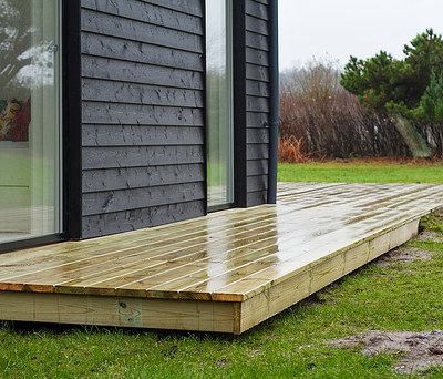 Renovering af sommerhus inkl. nye Velfac vinduer og ny træterrasse i Liseleje nær Helsinge