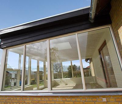 Ny udestue/havestue med Kastrup vinduer og Troldtekt loft i Herning