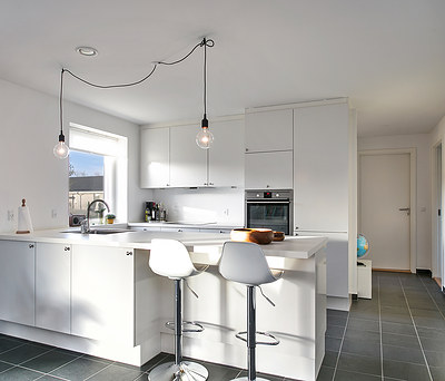 Nyt HTH køkken på 30 m2 med Hansgrohe armatur og Imola fliser i Jyderup