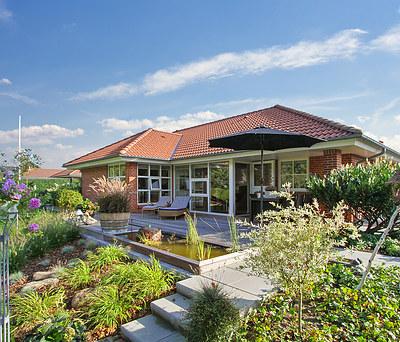 Nyt haveanlæg inkl. træterrasse og Juliana drivhus