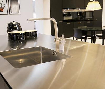 Ny køkkenbordplade i stål i Næstved