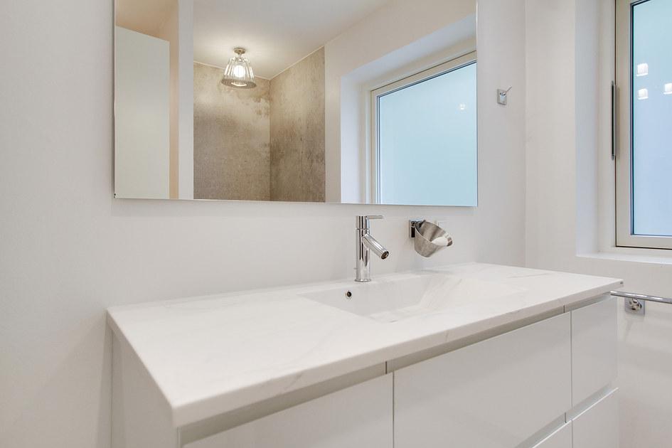 Badeværelse med specielle fliser i Hillerød Albertslund Allerød ...